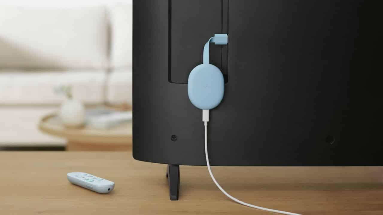 Lalu hubungkan terlebih dahulu Chromecast ke port HDMI pada TV yang Anda miliki.